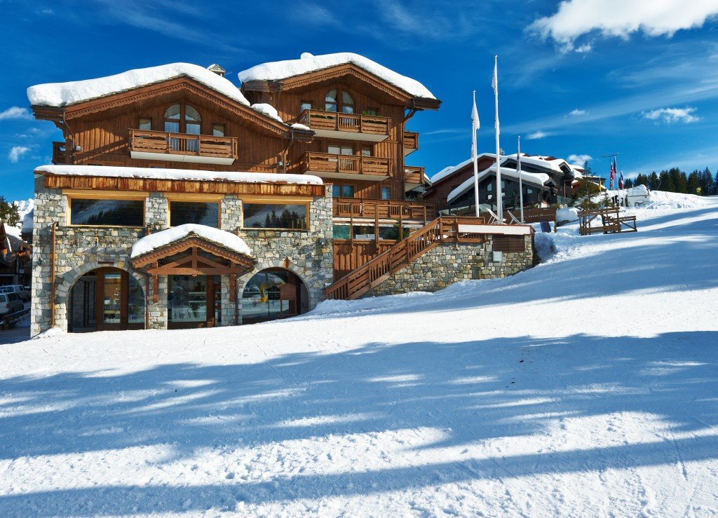 Active adults who enjoy the great outdoors should consider retiring near a ski resort.