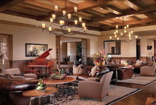 The Madera Clubhouse offers elegant spaces to socialize and enjoy an exciting lifestyle.