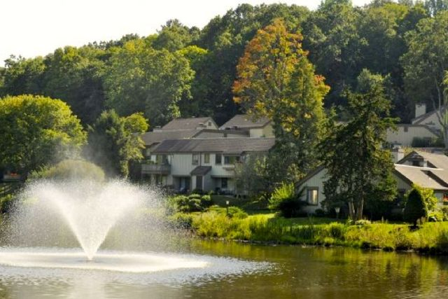 Heritage Village in Southbury is in the heart of all Connecticut has to offer, including the state's best medical care, shopping, dining, performing arts and state parks.