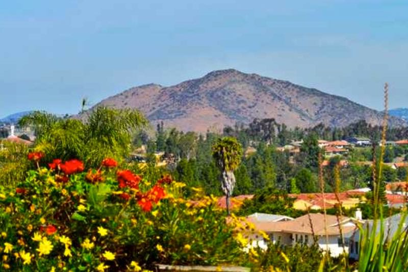 Located in the northern part of San Diego in the master-planned community of Rancho Bernardo, Seven Oaks is near golf courses, shopping, and world-class restaurants