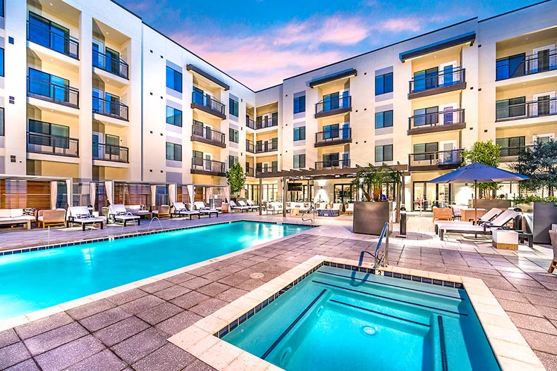 Apartments overlooking the outdoor pool and hot tub at Overture Kierland in Scottsdale, Arizona