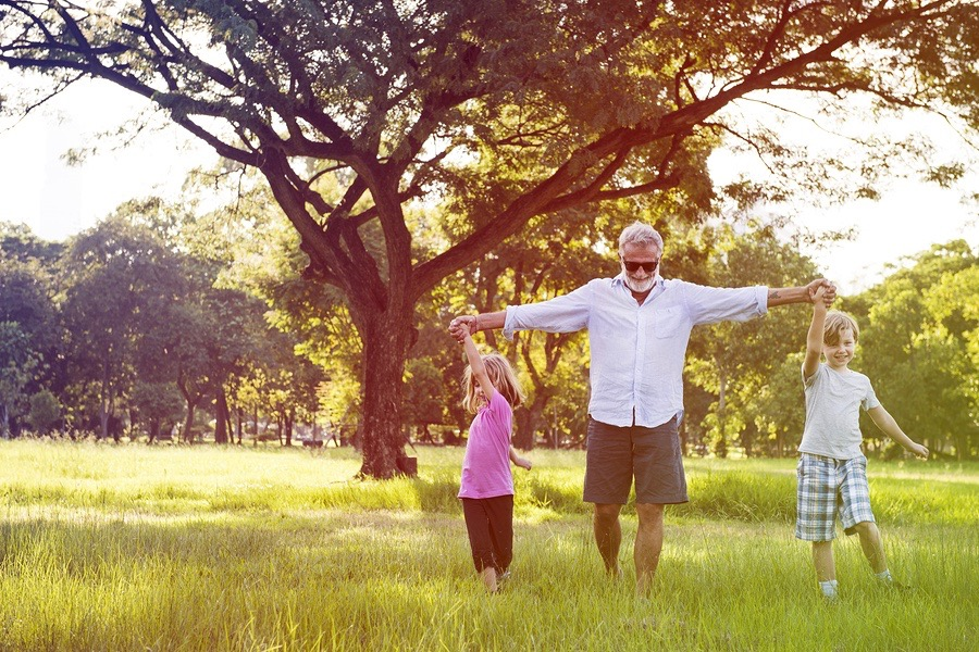 There are so many things you can do with your grandkids during the spring, check out these 10!