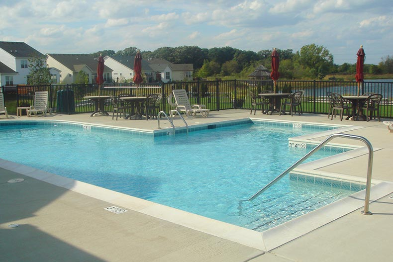 The outdoor pool and patio at Carillon at Stonegate in Aurora, Illinois