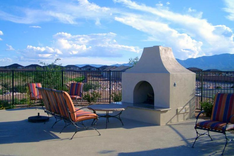 The outdoor patio and fire pit at Dorado at Verde Santa Fe in Cornville, Arizona