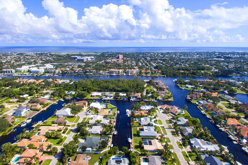 Aerial view of houses and the coastline in Palm Beach Gardens, Florida