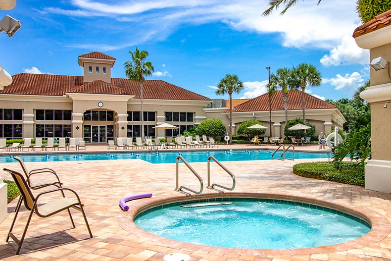 View of the outdoor pool and hot tub at Kings Ridge in Clermont, Florida