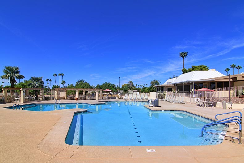 The outdoor pool and patio at Fountain of the Sun in Mesa, Arizona