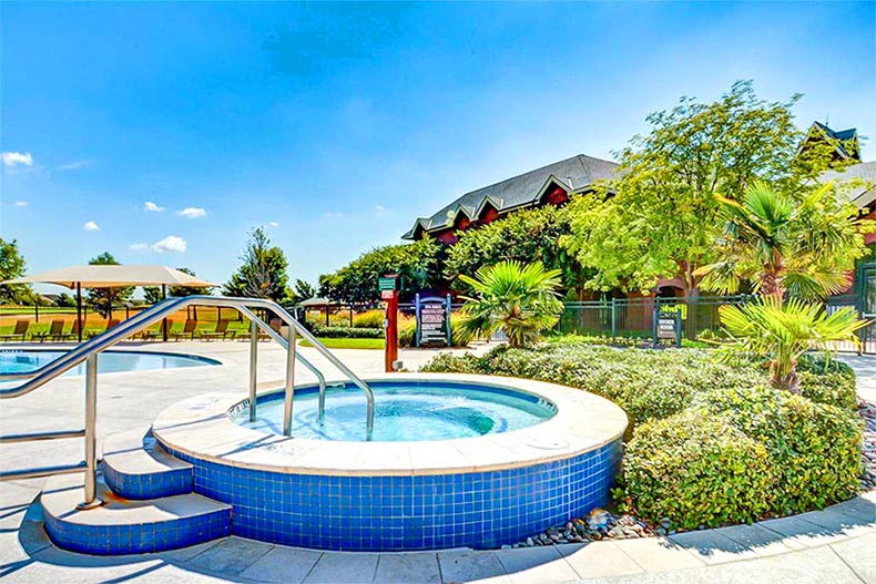 The outdoor pool and spa at Frisco Lakes in Frisco, Texas