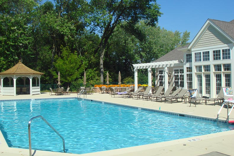 The outdoor pool and patio at Haverford Place in Hoffman Estates, Illinois