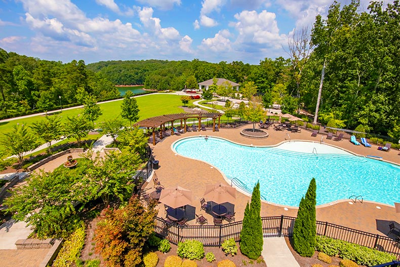 The outdoor pool at Cresswind at Lake Lanier