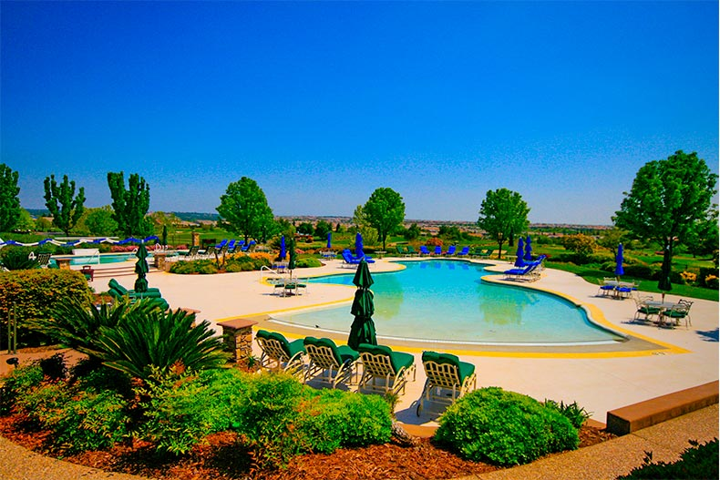 resort style pool at Sun City Lincoln Hills in California