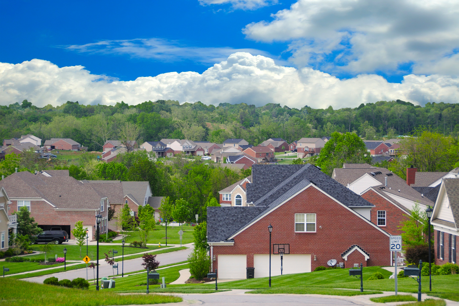 Homeowner Associations can seem annoying with their fees, however they actually hold a lot of benefits.