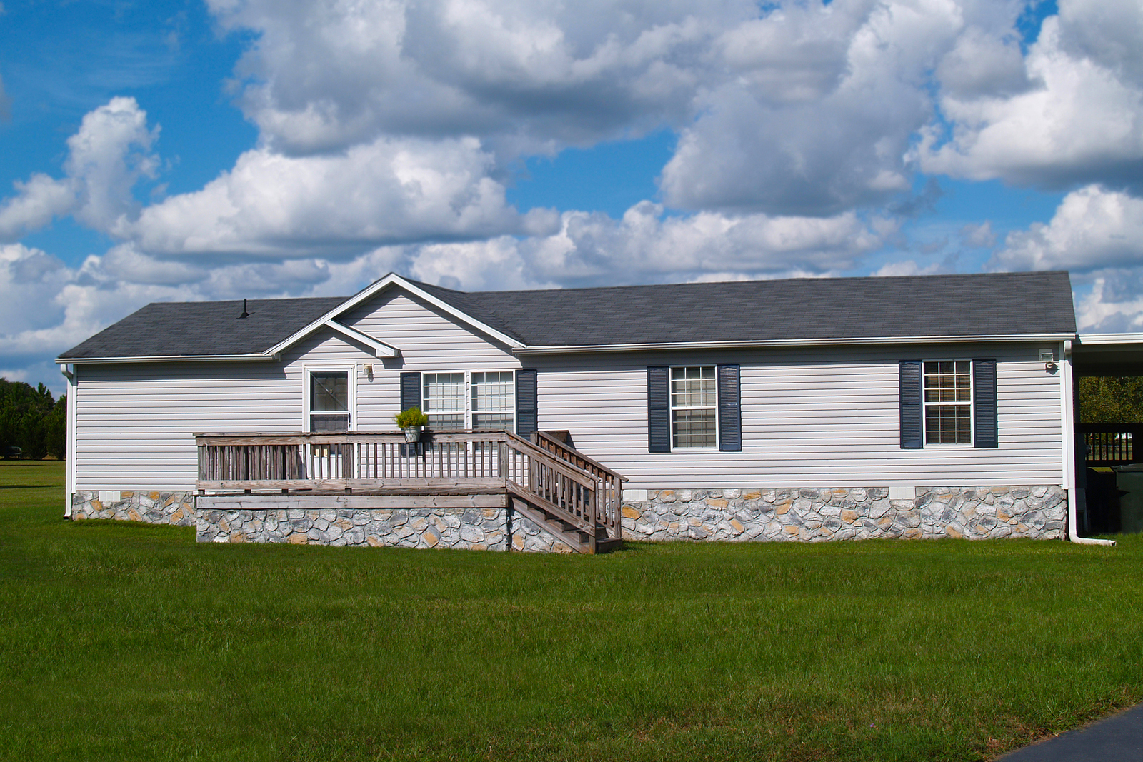 There are several differences between a manufactured home and a single-family home.