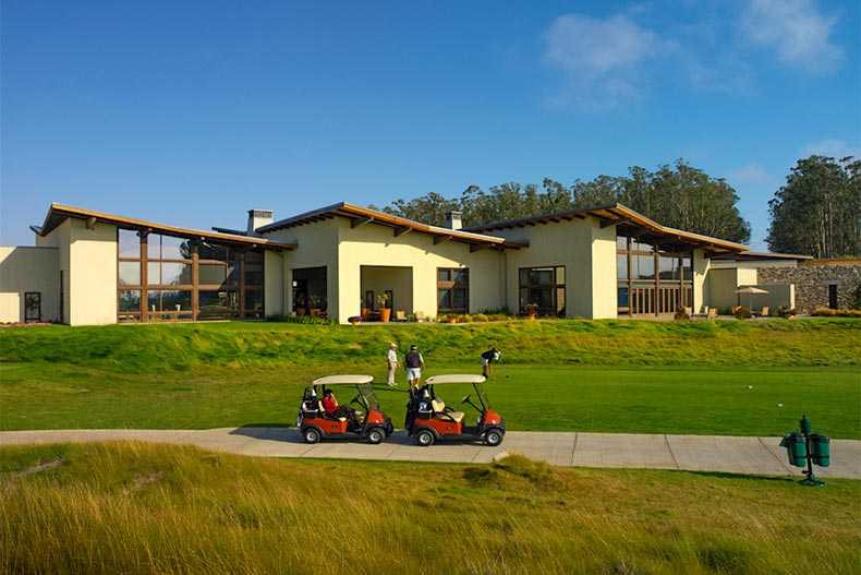 5 Central California Golf Course Communities for Active Adults