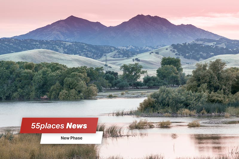 A sunset over Mount Diablo at Marsh Creek Reservoir in Brentwood, California