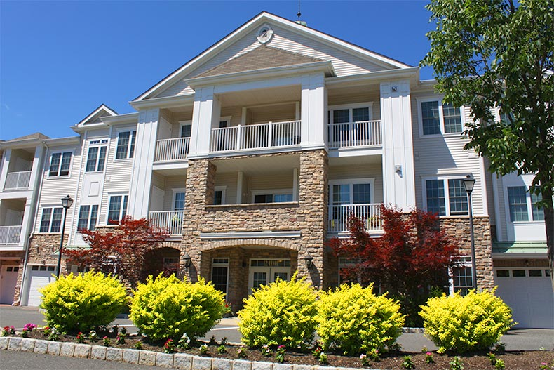 Exterior view of a condo building at Plaza Grande at Old Bridge in Old Bridge, New Jersey
