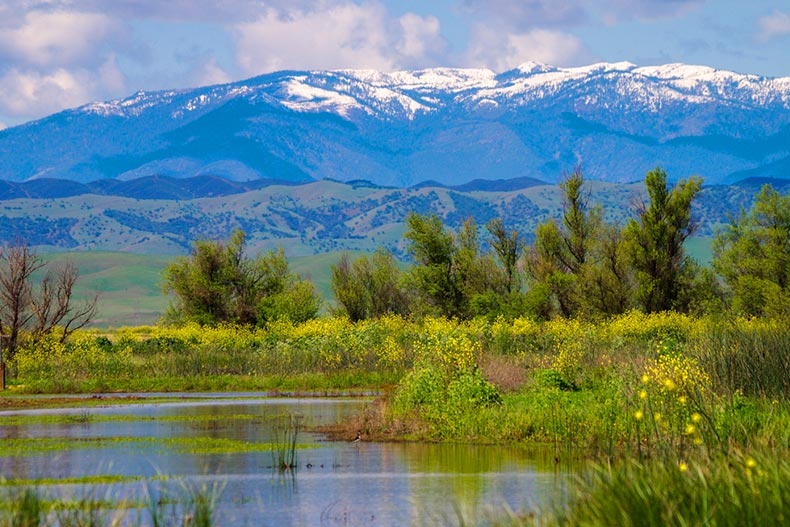 Picturesque mountains and a pond in the Sacramento Wildlife Refuge