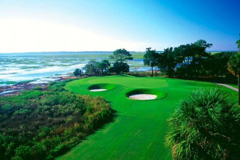 Six championship golf courses offer a multitude of recreational opportunities for homeowners to enjoy.