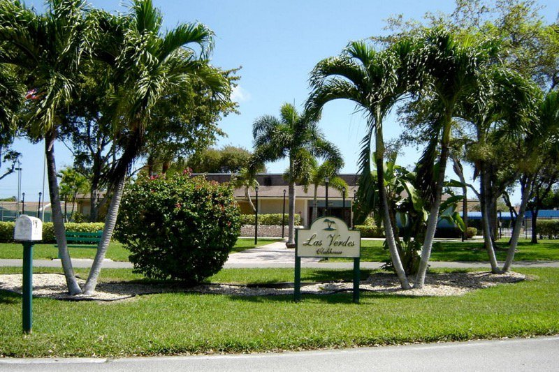 Las Verdes is an affordable and established 55+ community in scenic Southeast Florida.