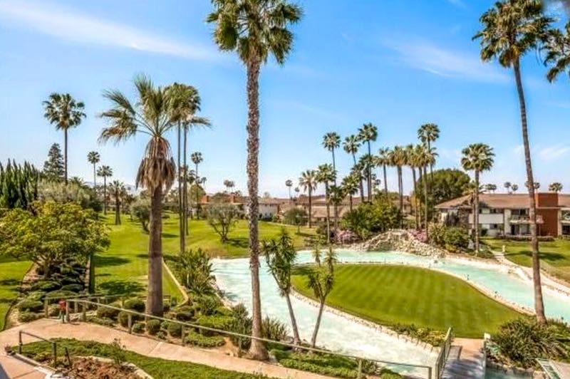 New Horizons South Bay is a 55+ community that has an unrivaled climate less than 15 minutes to Redondo Beach and the world-renowned attractions of Los Angeles.