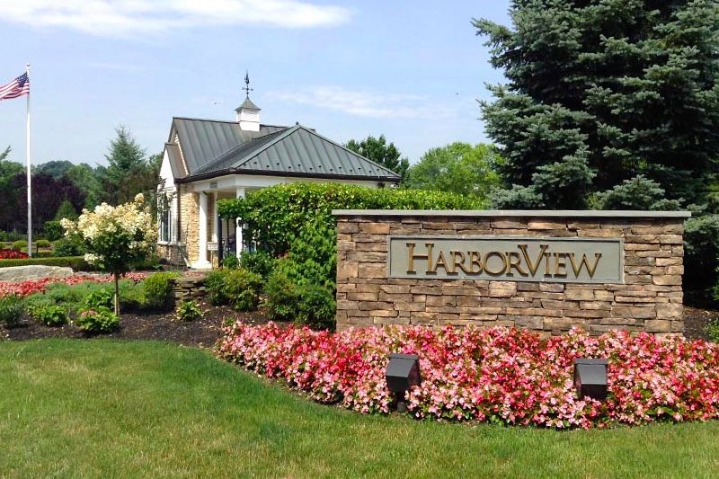 HarborView is a picture-perfect 55+ community on the East Coast.