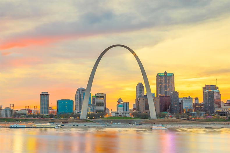 Sunset view of the St. Louis Arch from across the Mississippi River