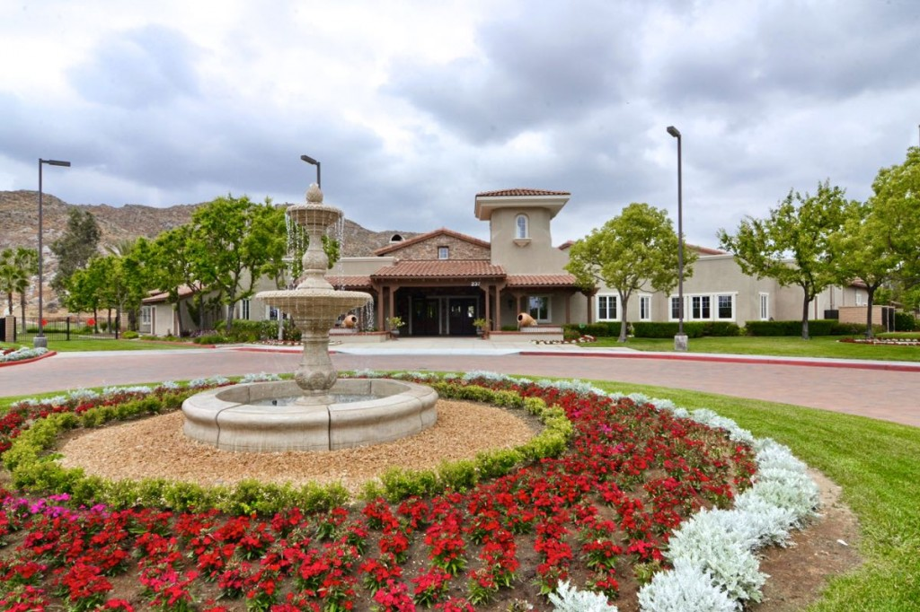 Active adults looking to retire in Hemet, CA should consider both Solera Diamond Valley and Four Seasons at Hemet.