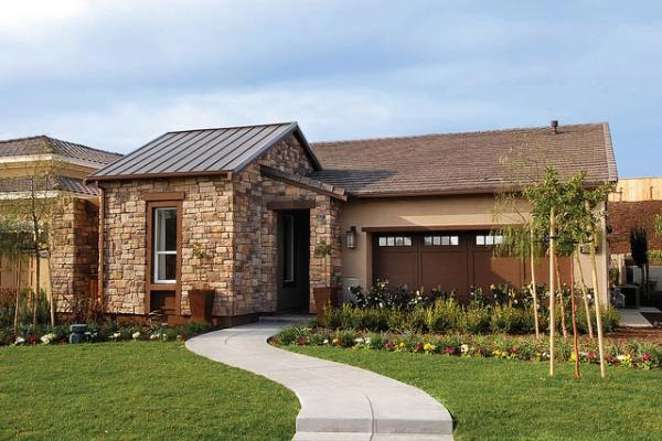 exterior of trilogy home with landscaped yard