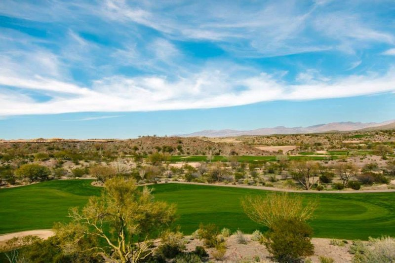 A new 18-hole championship golf course is located within the Wickenburg Ranch community.